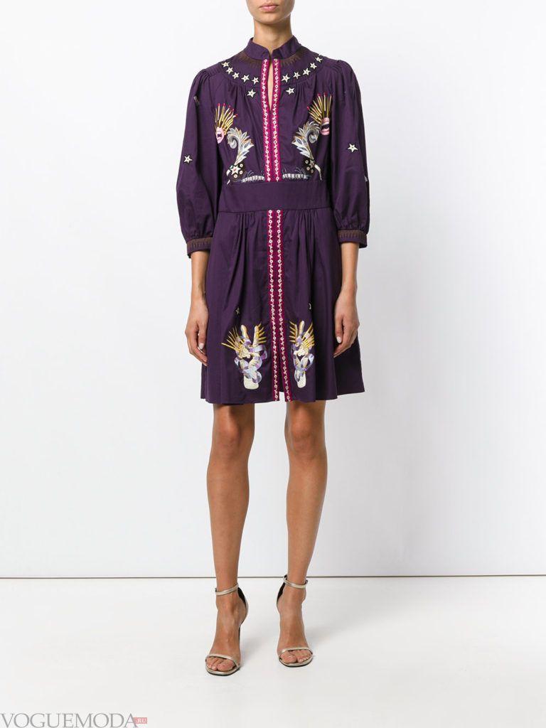 фиолетовое платье с декором