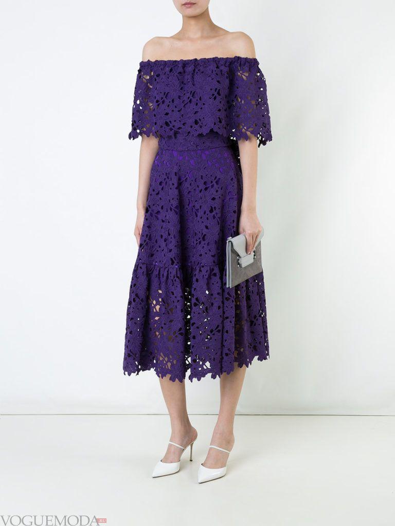 кружевное фиолетовое платье с декором