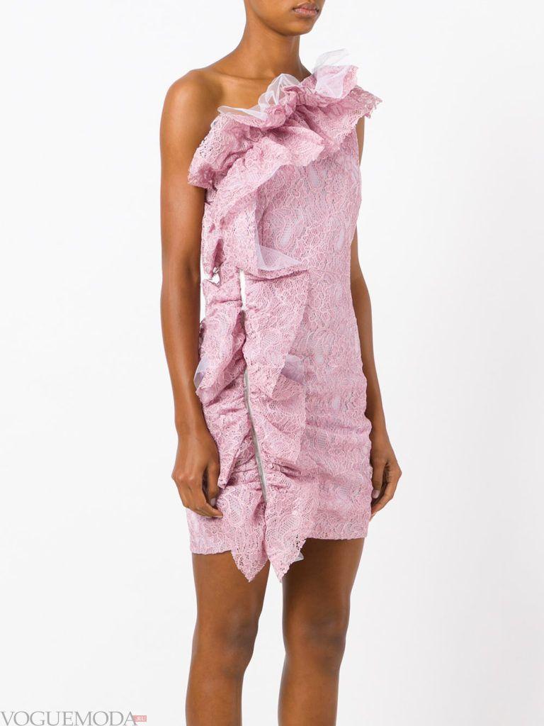 кружевное фиолетовое платье с рюшей