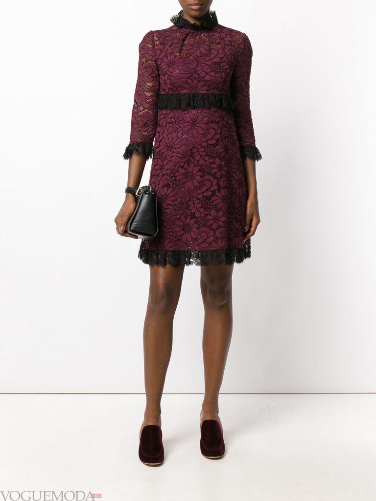 кружевное фиолетовое платье с поясом