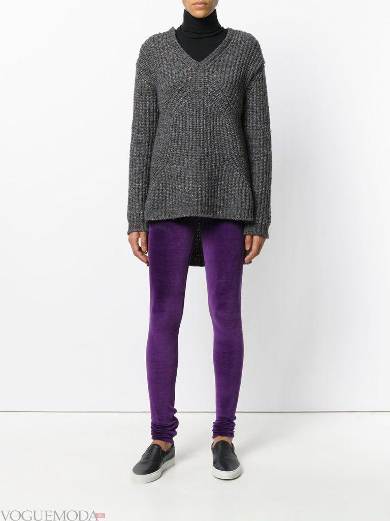 фиолетовые брюки с свитером