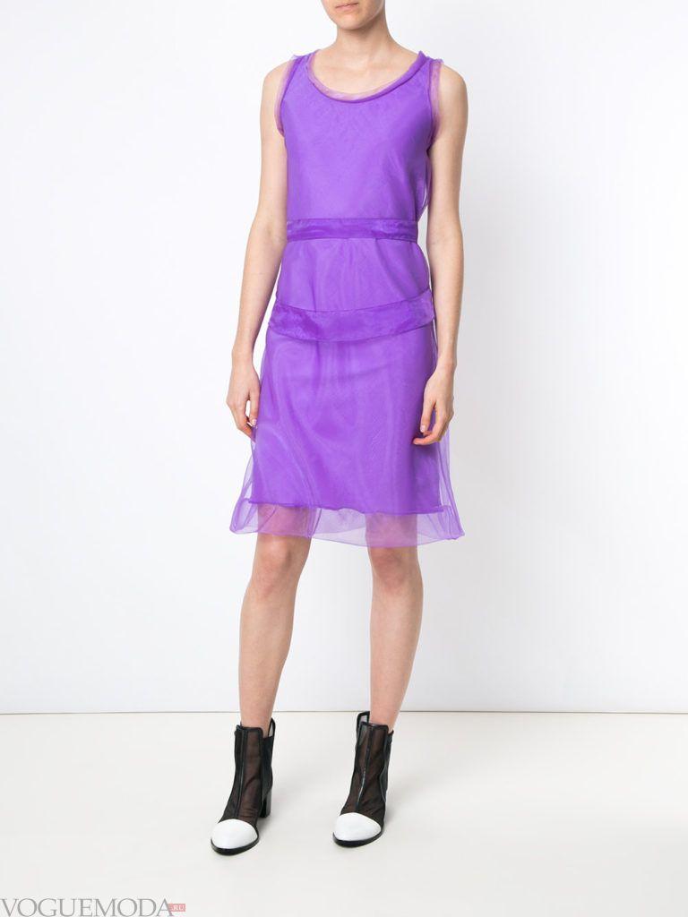 лук с фиолетовым модным платьем