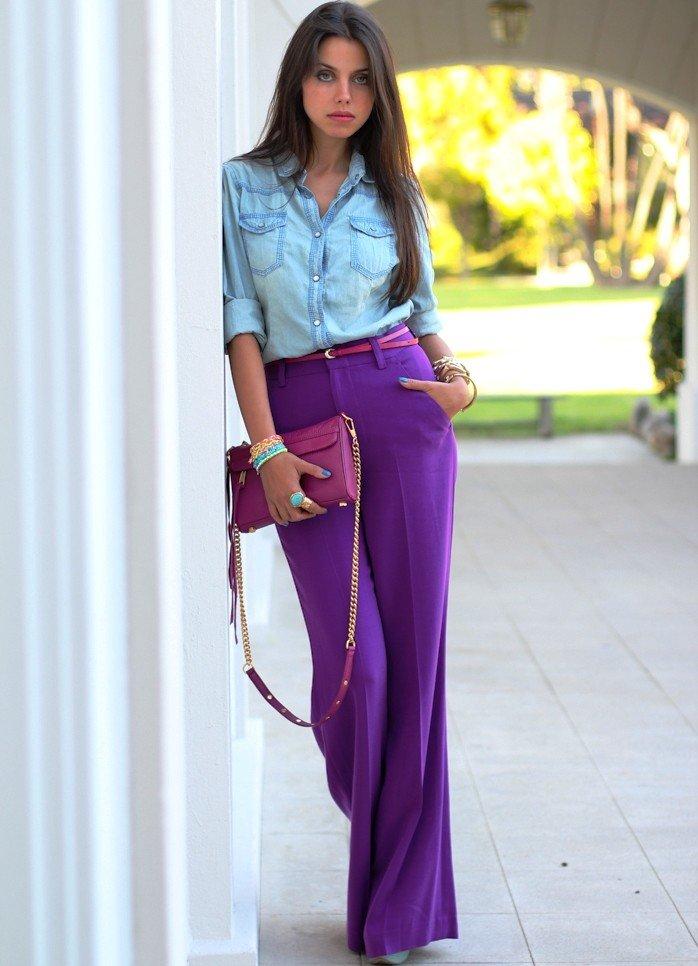 брюки фиолетовые под рубашку голубую