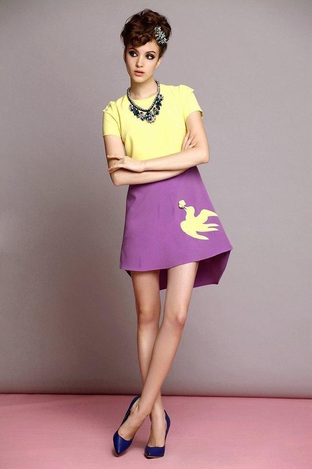 фиолетовая юбка под желтую футболку