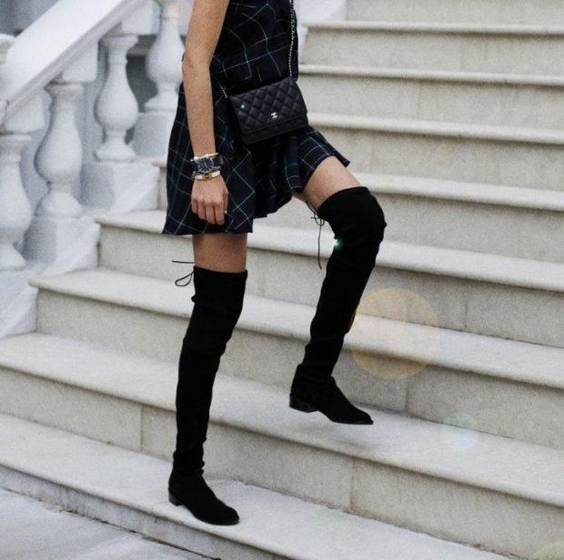 с чем носить черные замшевые сапоги