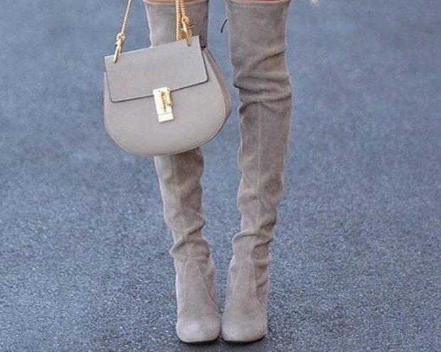 Луки с которыми стоит носить серые сапоги без каблука