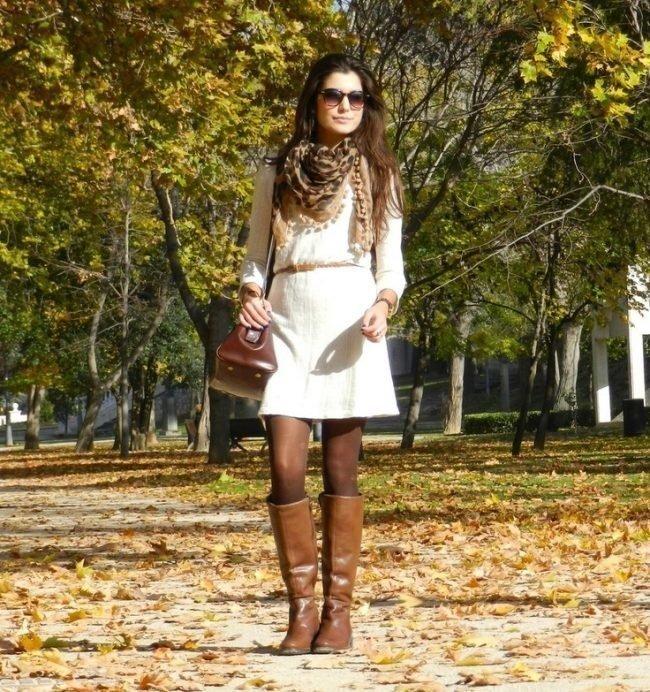 Луки с которыми стоит носить коричневые ботфорты