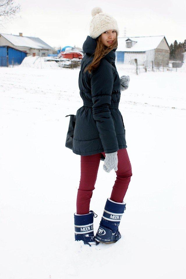 лук с сапогами-луноходами без каблука с курткой