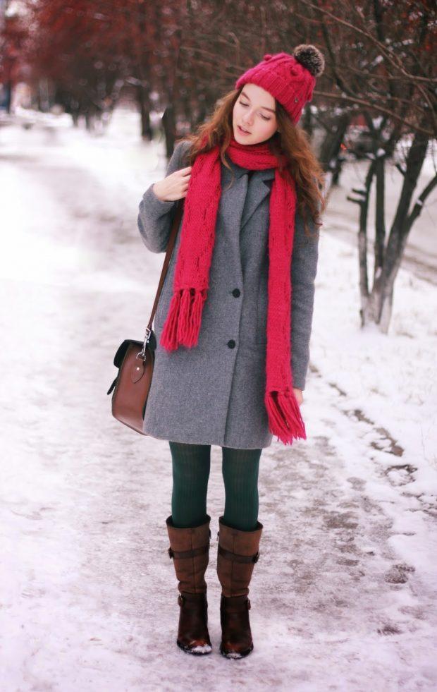 сапоги без каблука с серым пальто