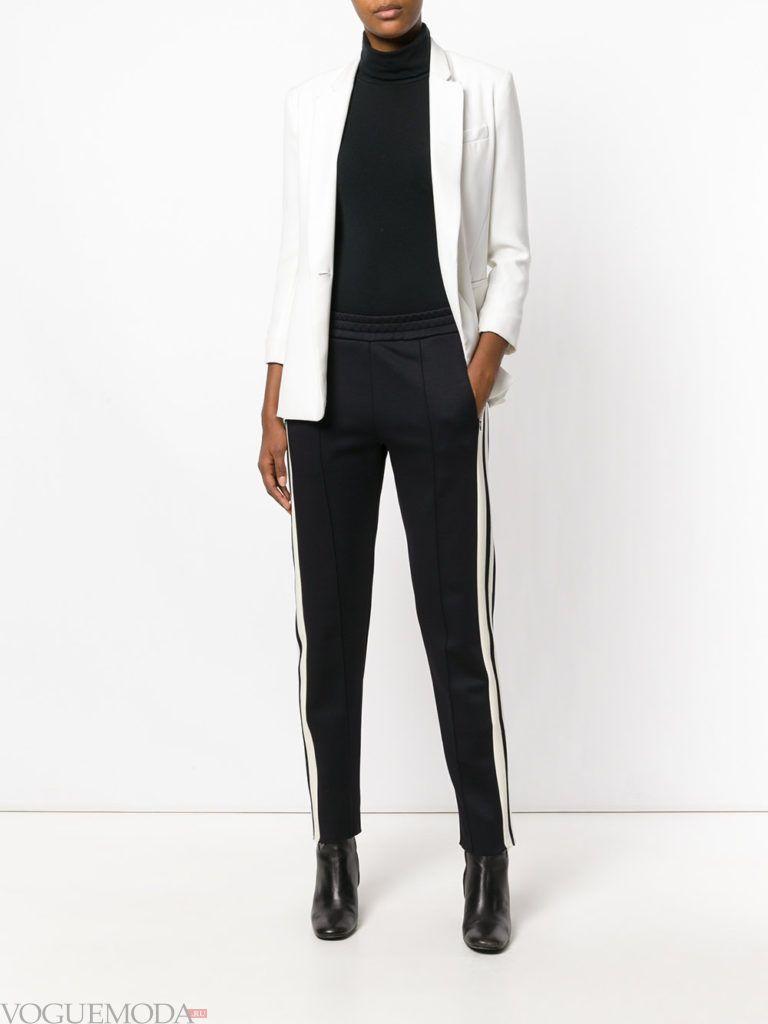 Женский спортивный стиль: брюки с полосками
