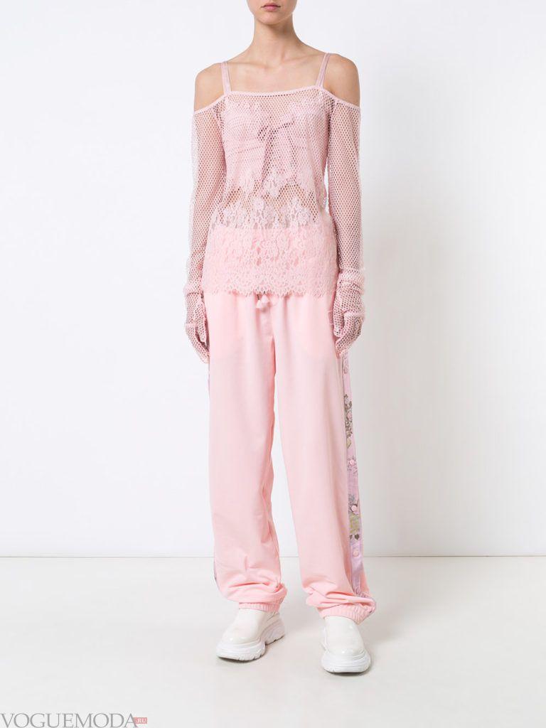 Женский спортивный стиль: брюки розовые