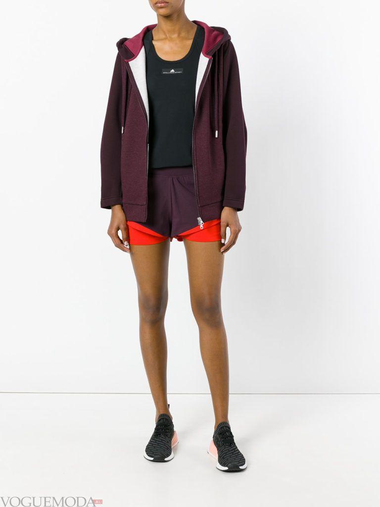 Спортивный женский стиль: лук от Адидас с шортами