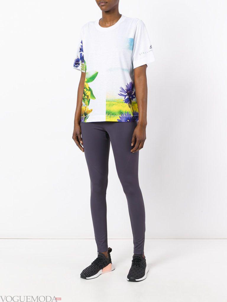 Спортивный женский стиль: лук от Адидас с футболкой