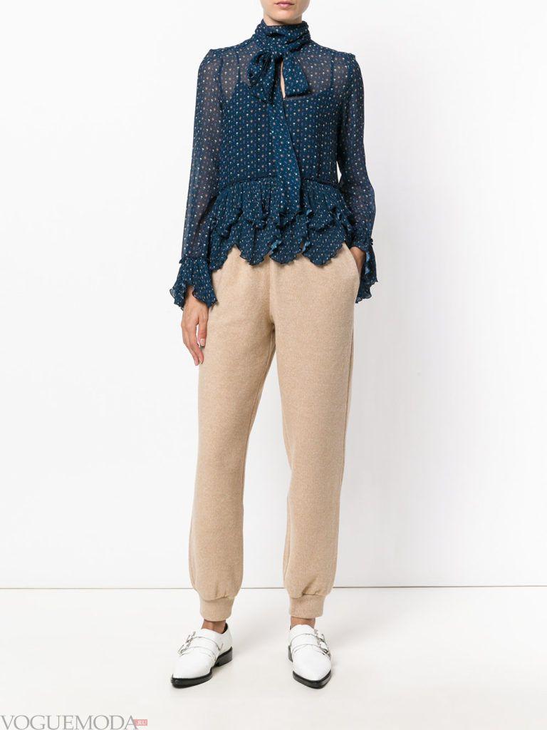 Спортивный женский стиль: лук с блузой