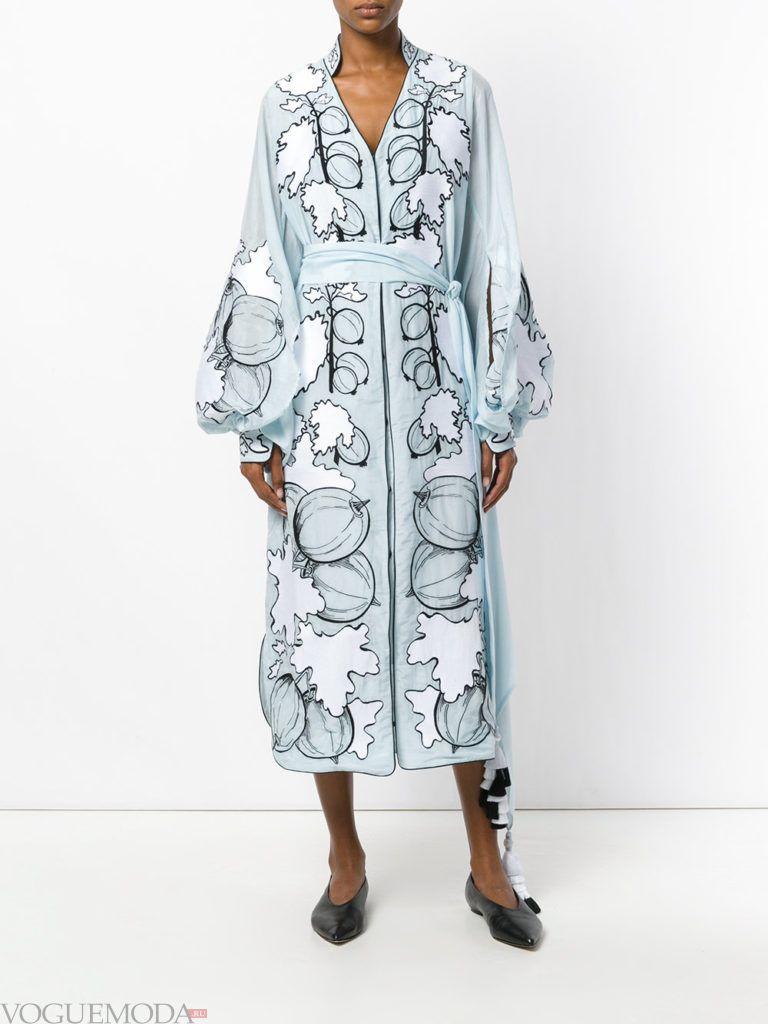 стильное длинное платье с принтом
