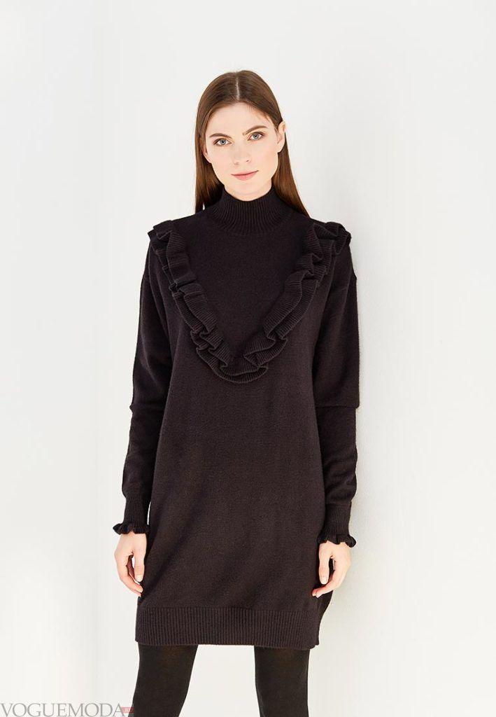 стильное вязаное платье с декором