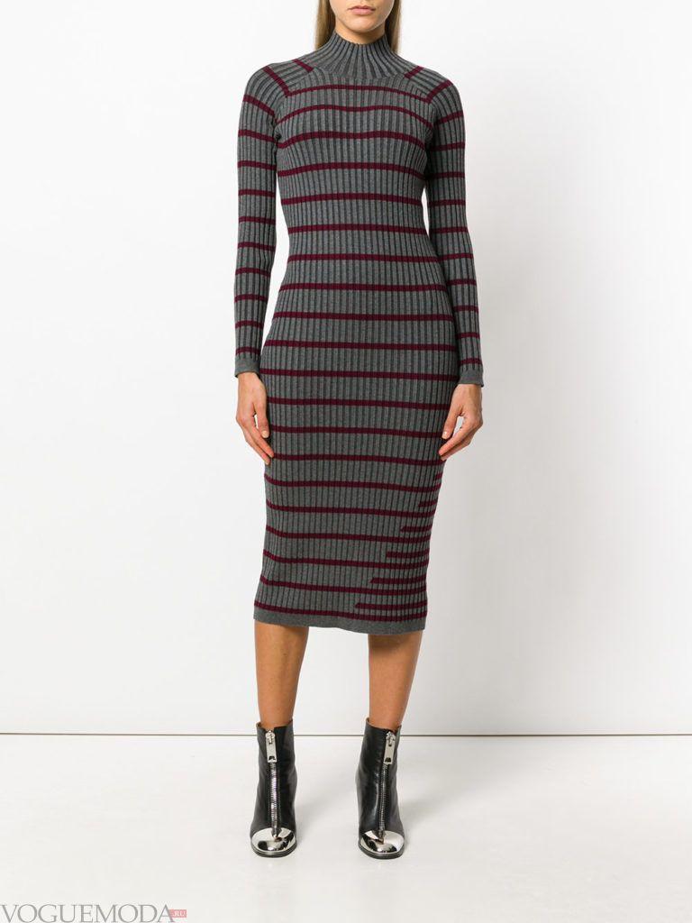 стильное вязаное платье в полоску