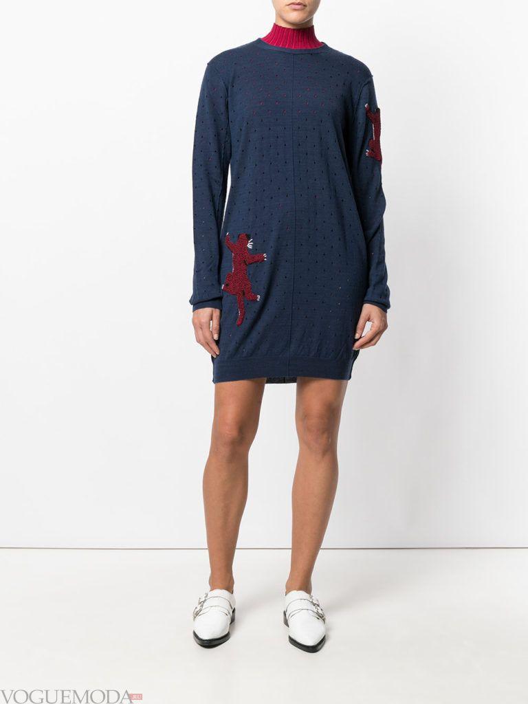 стильное вязаное платье синее