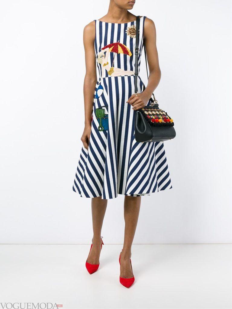 стильное пышное платье в полоску