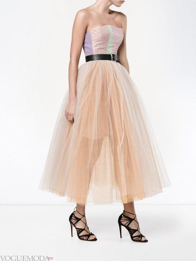 стильное пышное платье нюдовое