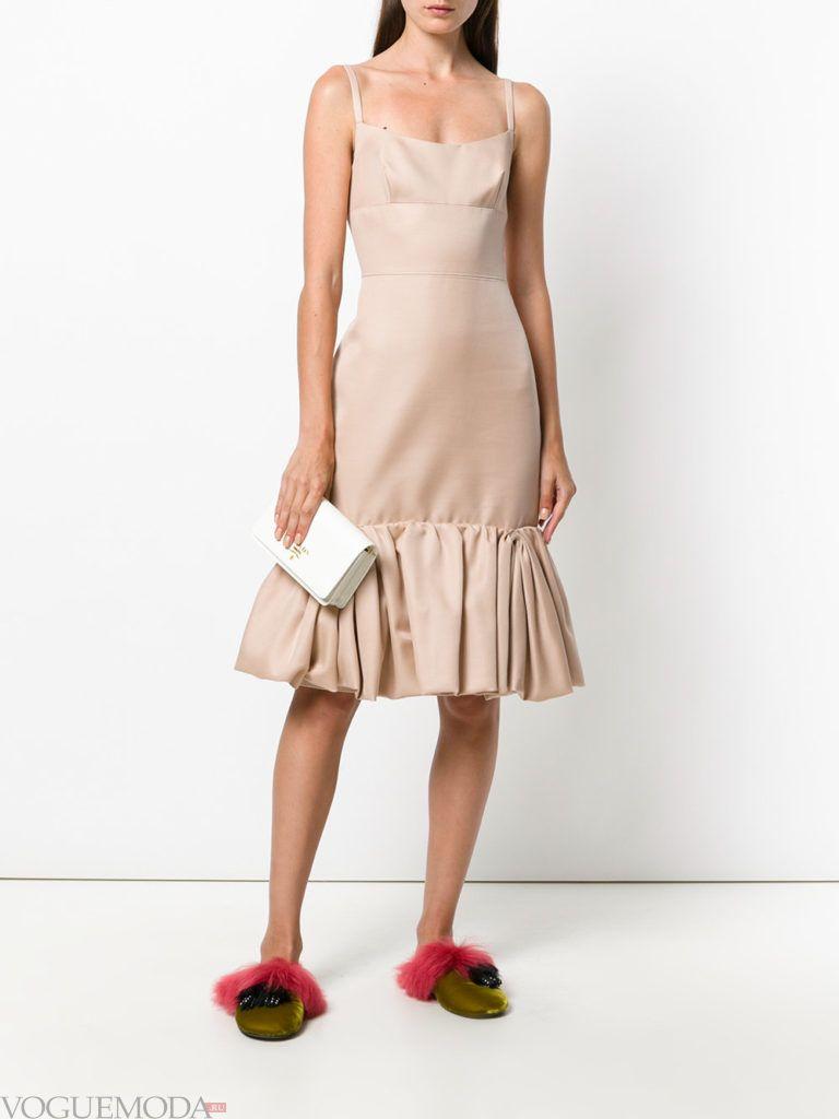 платье в пижамном стиле нюдовое