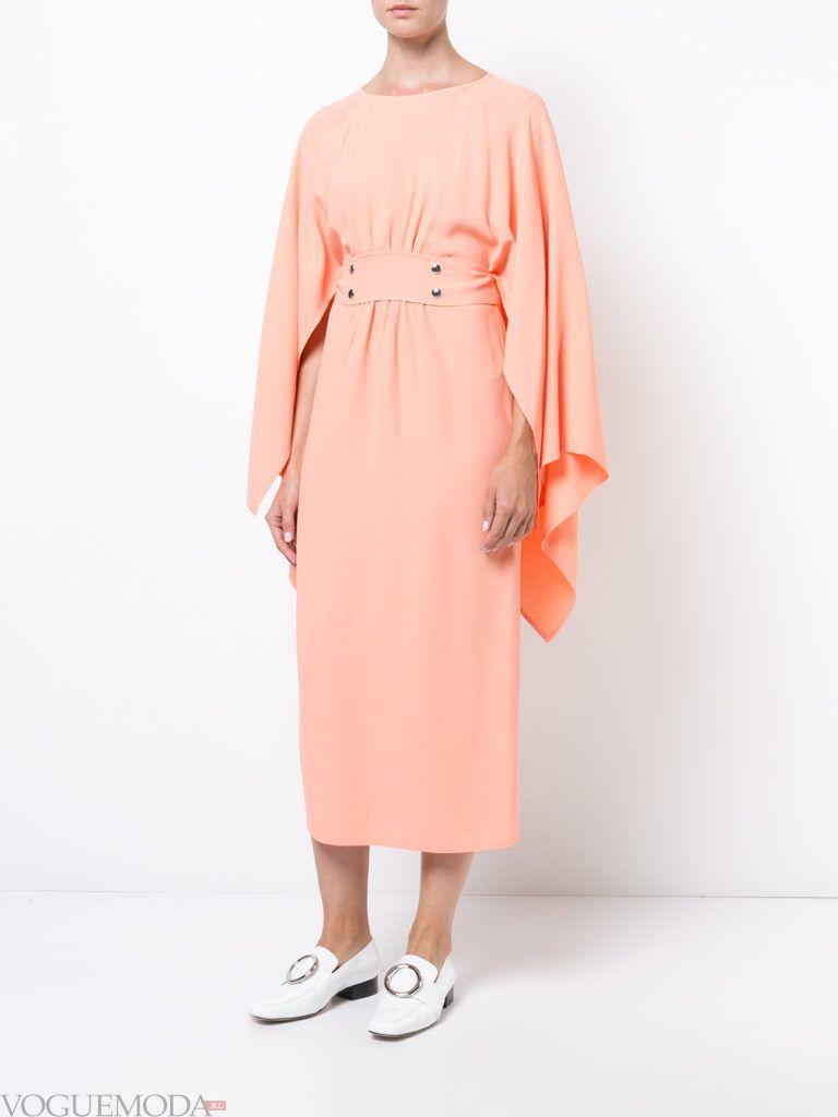 платье в викторианском стиле светлое
