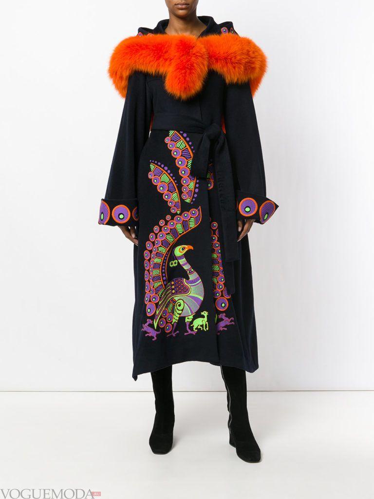 уличная мода длинное пальто темное