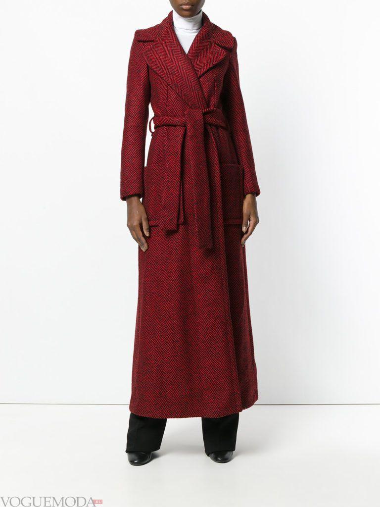 уличная мода длинное пальто бордовое
