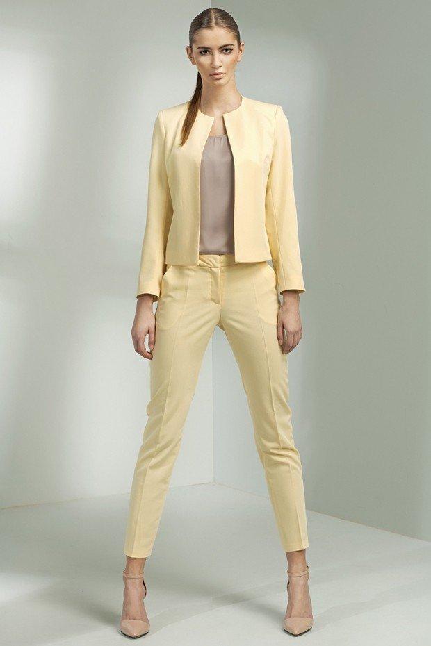 уличная мода брючный костюм лимонный