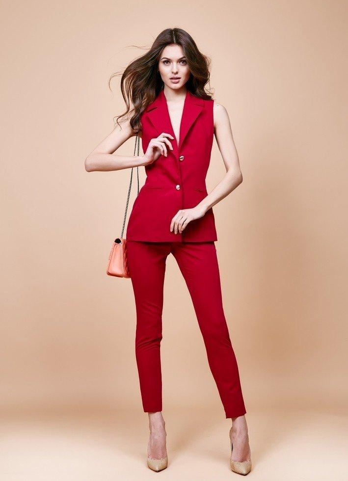 уличная мода брючный костюм красный