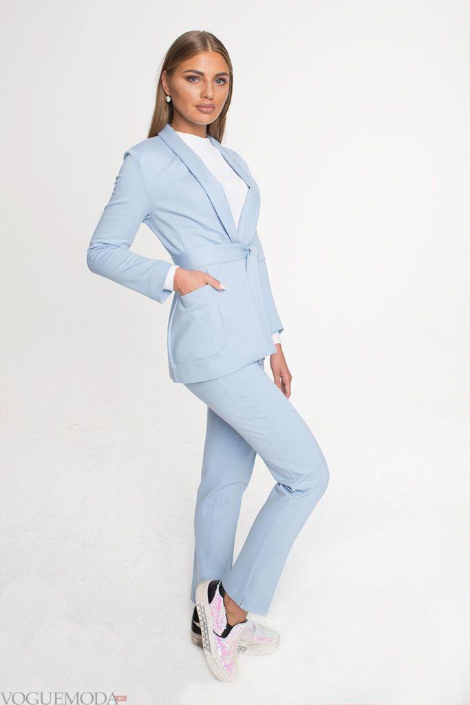 уличная мода брючный костюм голубой