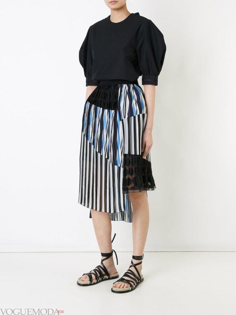 уличная мода на плиссированная юбка в полоску