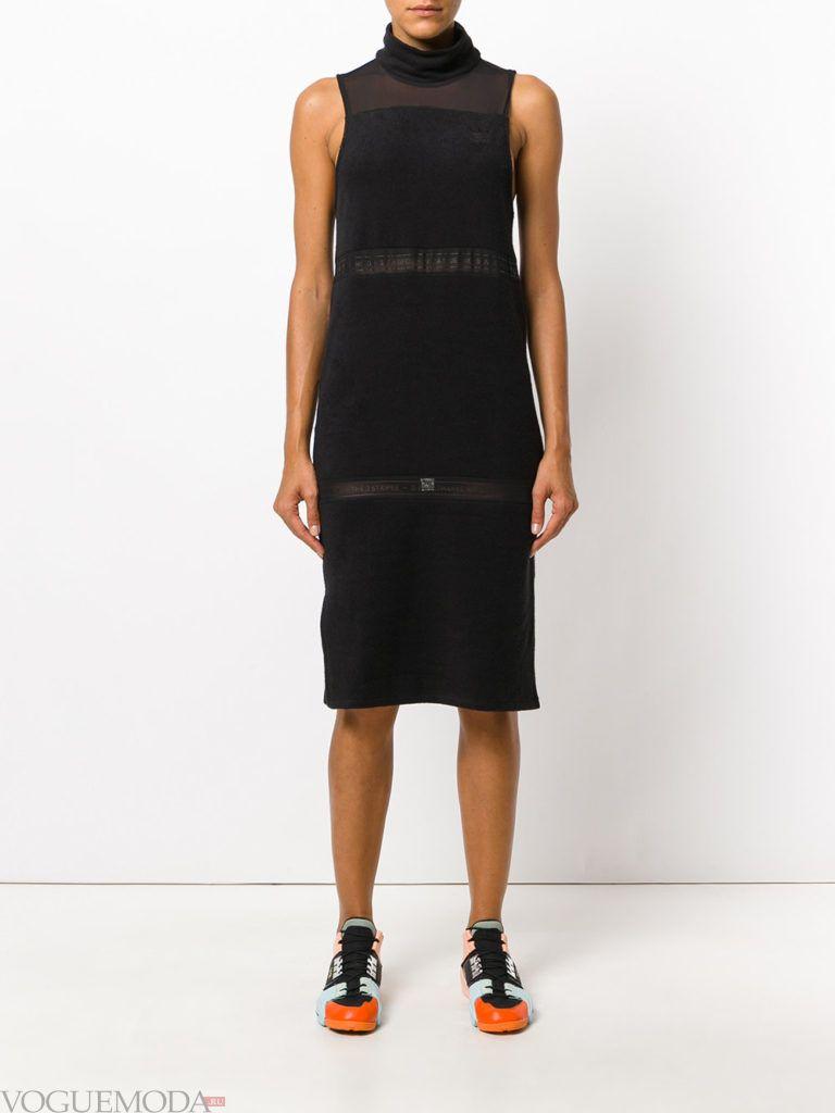 уличная мода темное платье с кедами