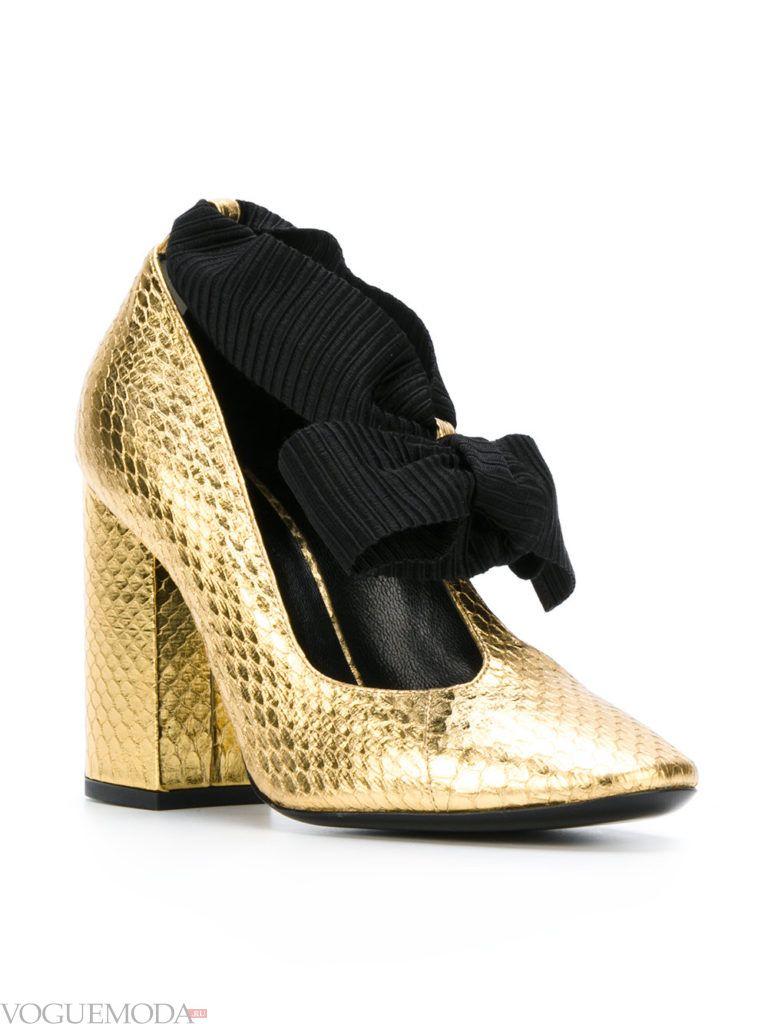 уличные модные туфли золотые