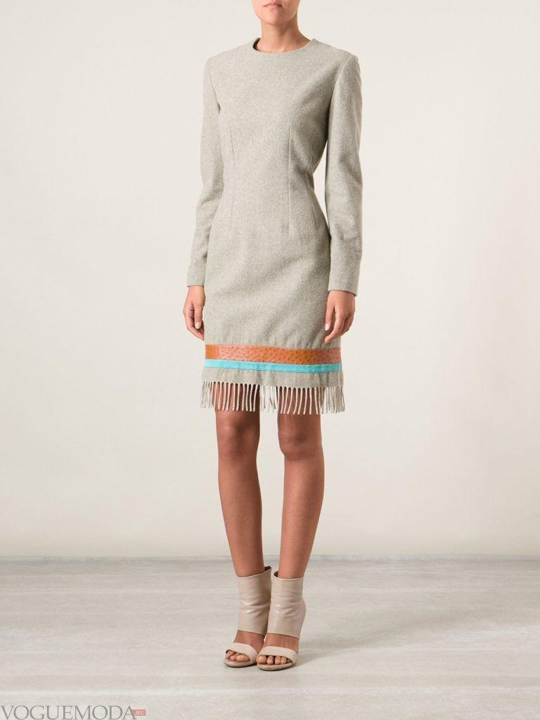 уличная мода светлое платье с бахромой