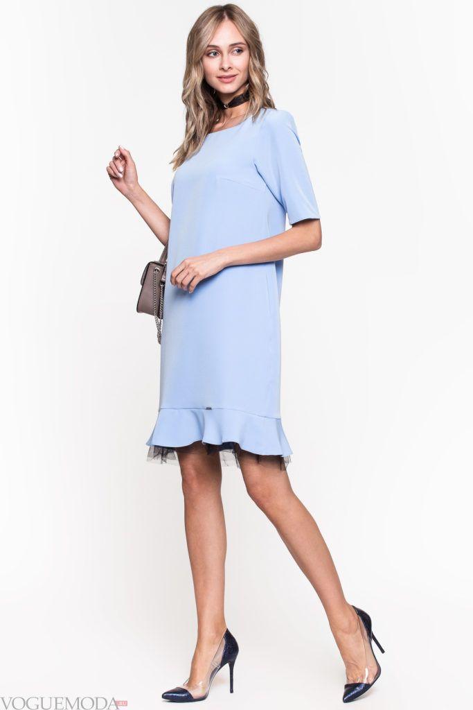 модное уличное голубое платье