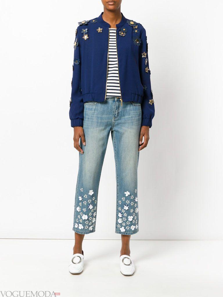 джинсы с принтом синяя кофта