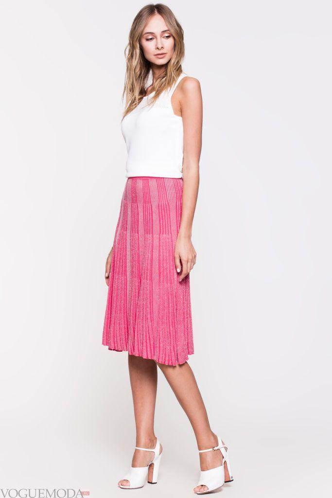 модная плиссированная яркая юбка