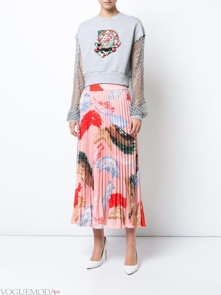 модная плиссированная розовая юбка