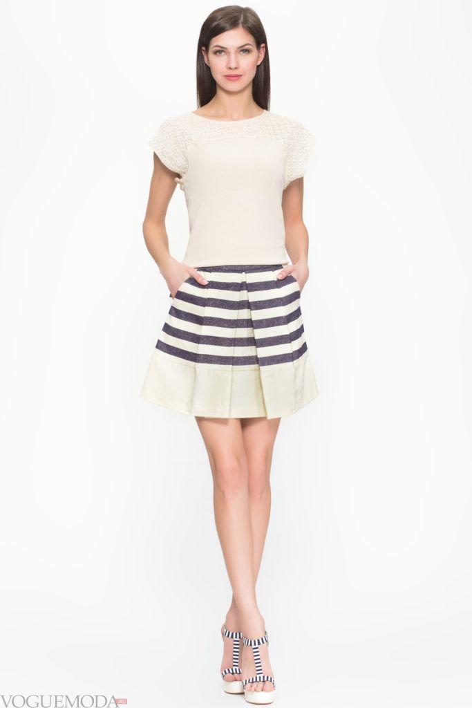 модная плиссированная короткая юбка
