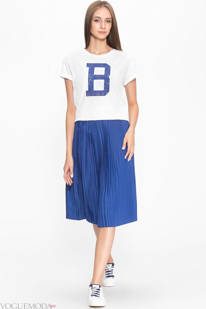 модная плиссированная синяя юбка