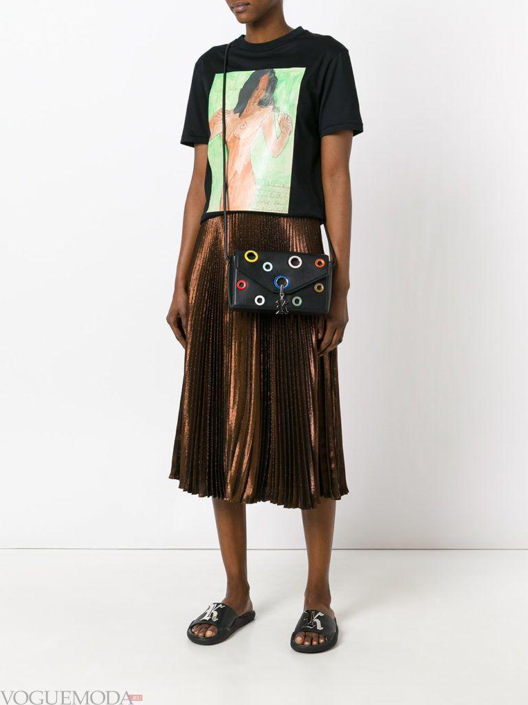 модная плиссированная блестящая юбка