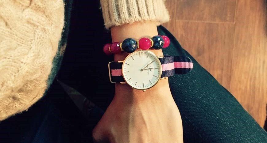 женские часы с длинным ремешком: с бусинами