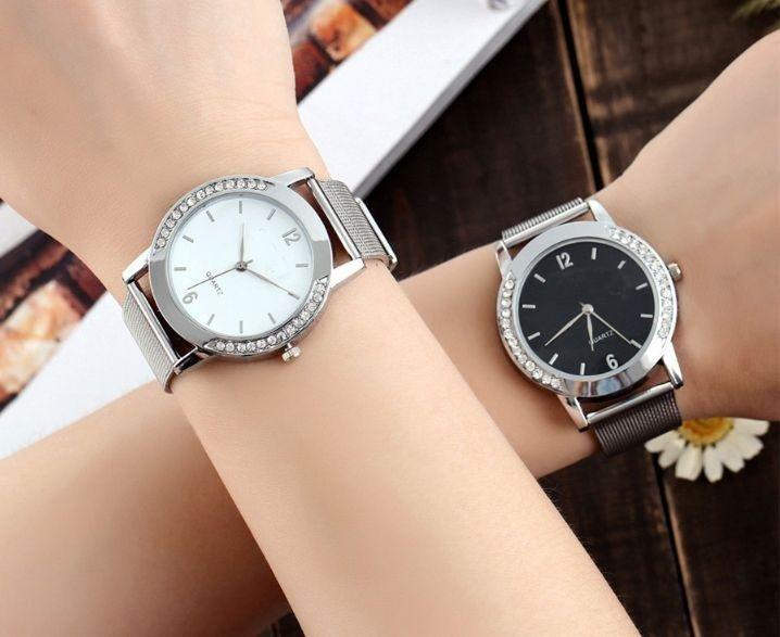 классические женские часы: светлые темные