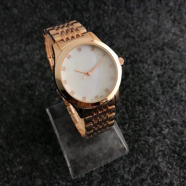 женские часы: классические золотые
