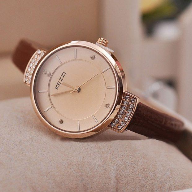женские часы классические круглые золото