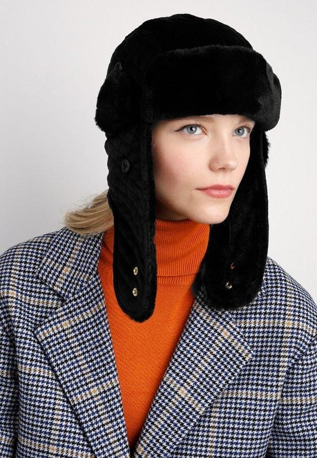черная шапка-ушанка