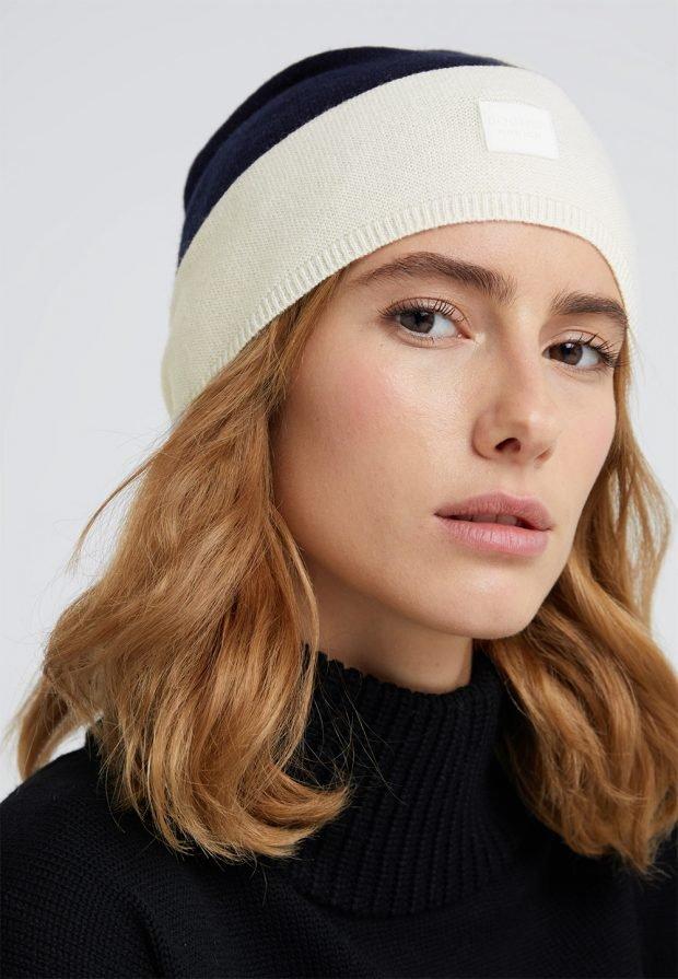 шапка белая с синим