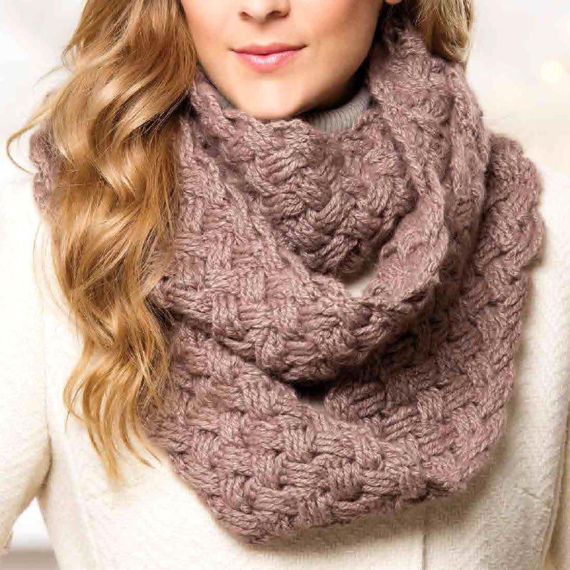 как красиво завязать шарф-хомут коричневый