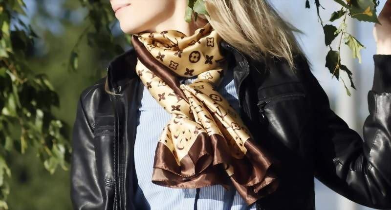 как красиво завязать шарф шелковый бежевый с узором